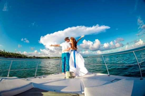 Картина по номерам 40x50 Влюбленные посреди озера